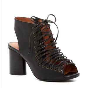 Jeffrey Campbell Covet size 8 Lace up Black Heel